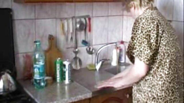 Fille xnxx français gratuit blonde en bas dans l'huile se fait baiser dans la chatte serrée
