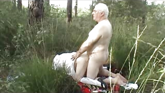 Masturbation d'écolière dans la film porno en complet chambre de l'étudiant