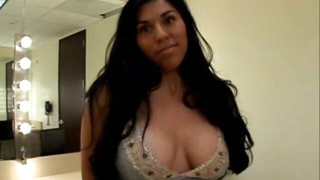 Fille tchèque aux seins parfaits dans porn film vf les coulisses